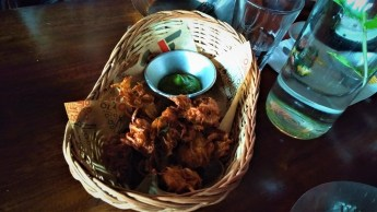 Crispy, fried indulgence: Khanda Bhajji in an adorable basket