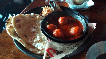 The vibrant red colour of this Meatball Achari (with butter naan) belies its spriciness. It was in fact, one of the most tangy things I have ever eaten