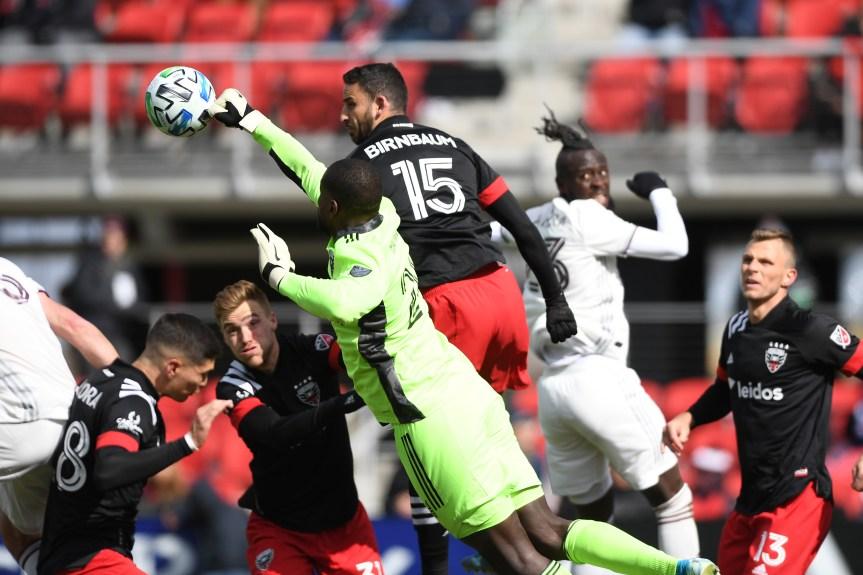 Rapids strike late as United loses in season opener