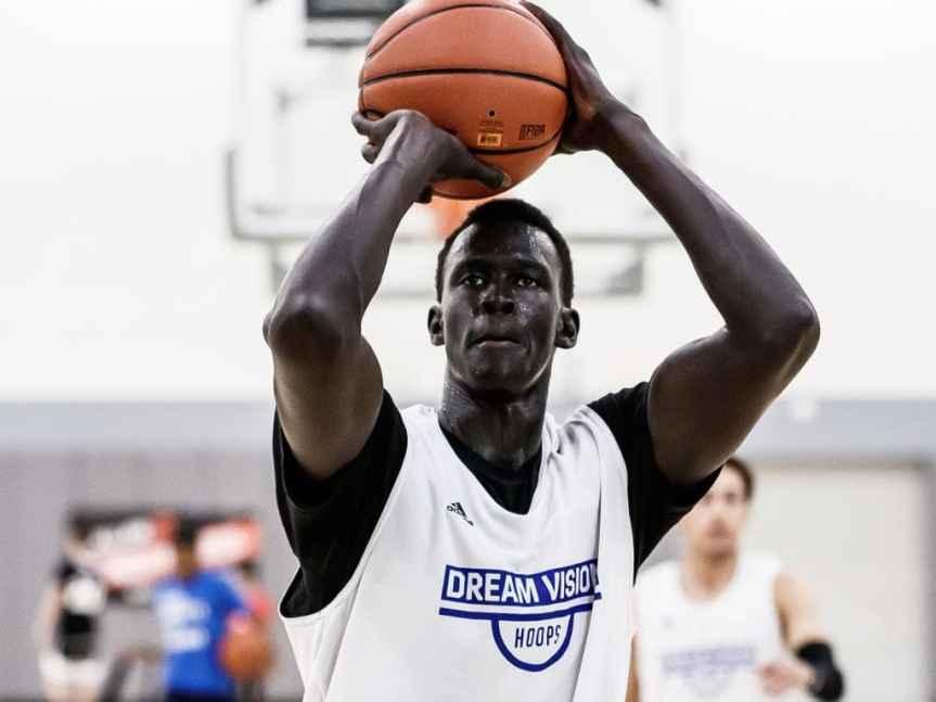 Five-Star basketball prospect Makur Maker commits to Howard