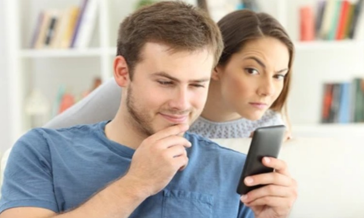 How To Hide Text Messages On iPhone From Girlfriend