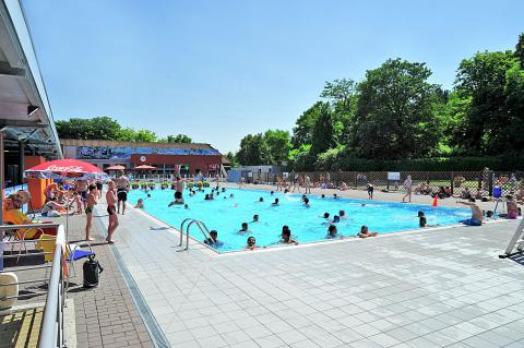 Open air swimming pool Neptunus