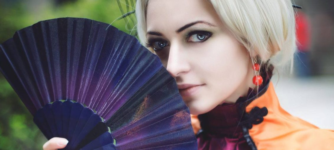 Cosplayer Violet Gray