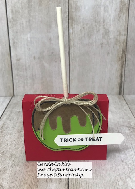 Harvest Hellos stamp set creates the perfect Carmel Apple treat holders for your Halloween treats. Details on my blog here: https://wp.me/p59VWq-aob #stampinup #treats #treatholder #thestampcamp