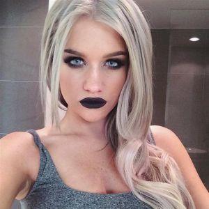 Makeup Artist Samantha Ravndahl