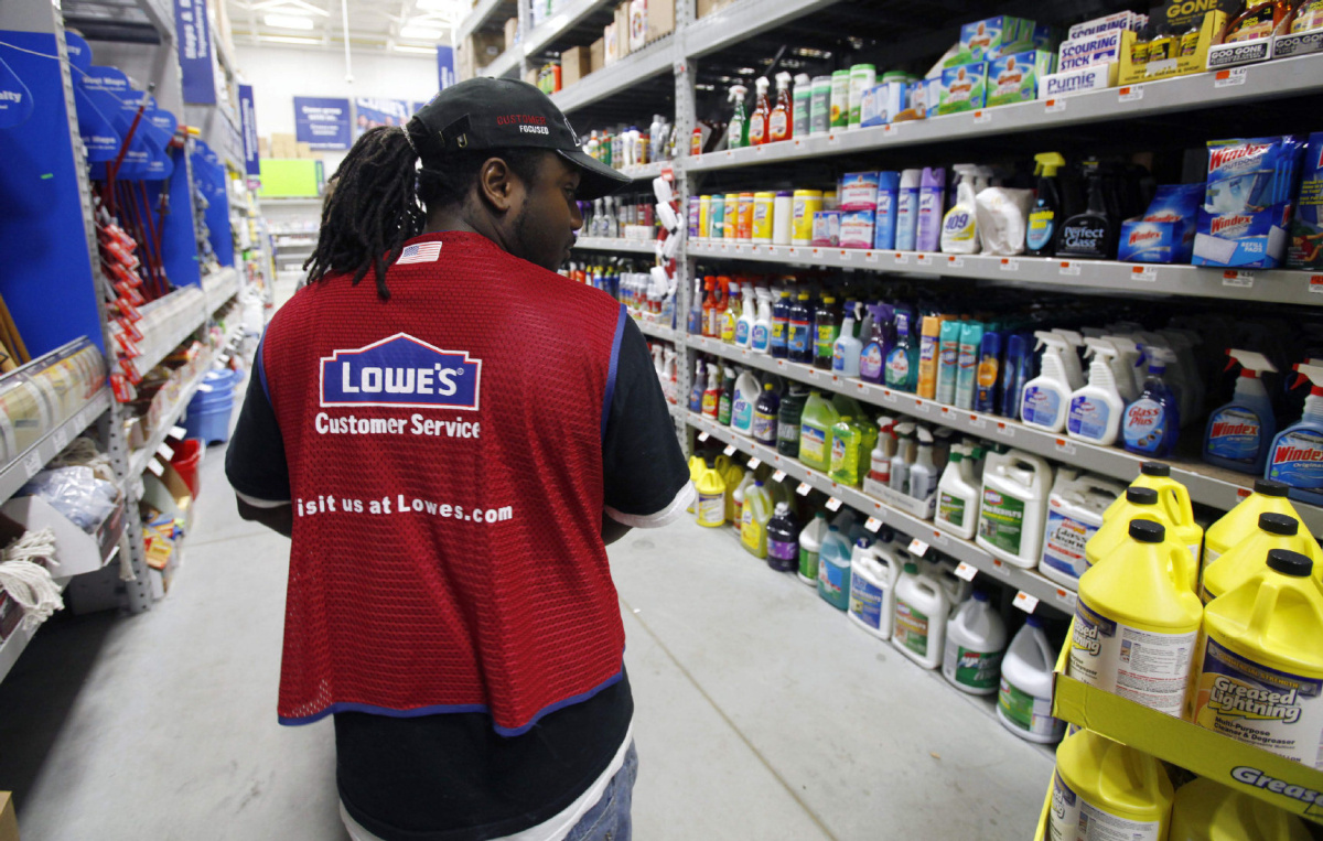 Lowe's Follows Home Depot In Profiting From Fair Weather
