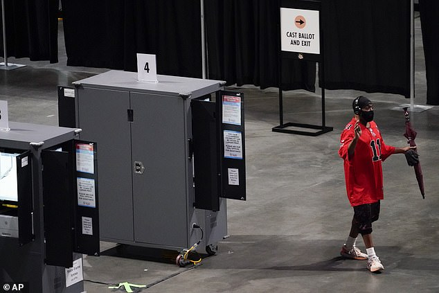 One man was seen walking away from a broken machine at the State Farm Arena but technicians resolved the problem after an hour