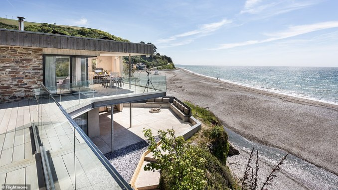 The slickly-designed house, which looks like a James Bond villain liar, was put on the market by former Radio 1 DJ Zane Lowe following his move to the U.S.