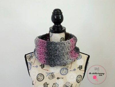 Kiss Me At Midnight Quick Cowl - Free Pattern | www.thestitchinmommy.com