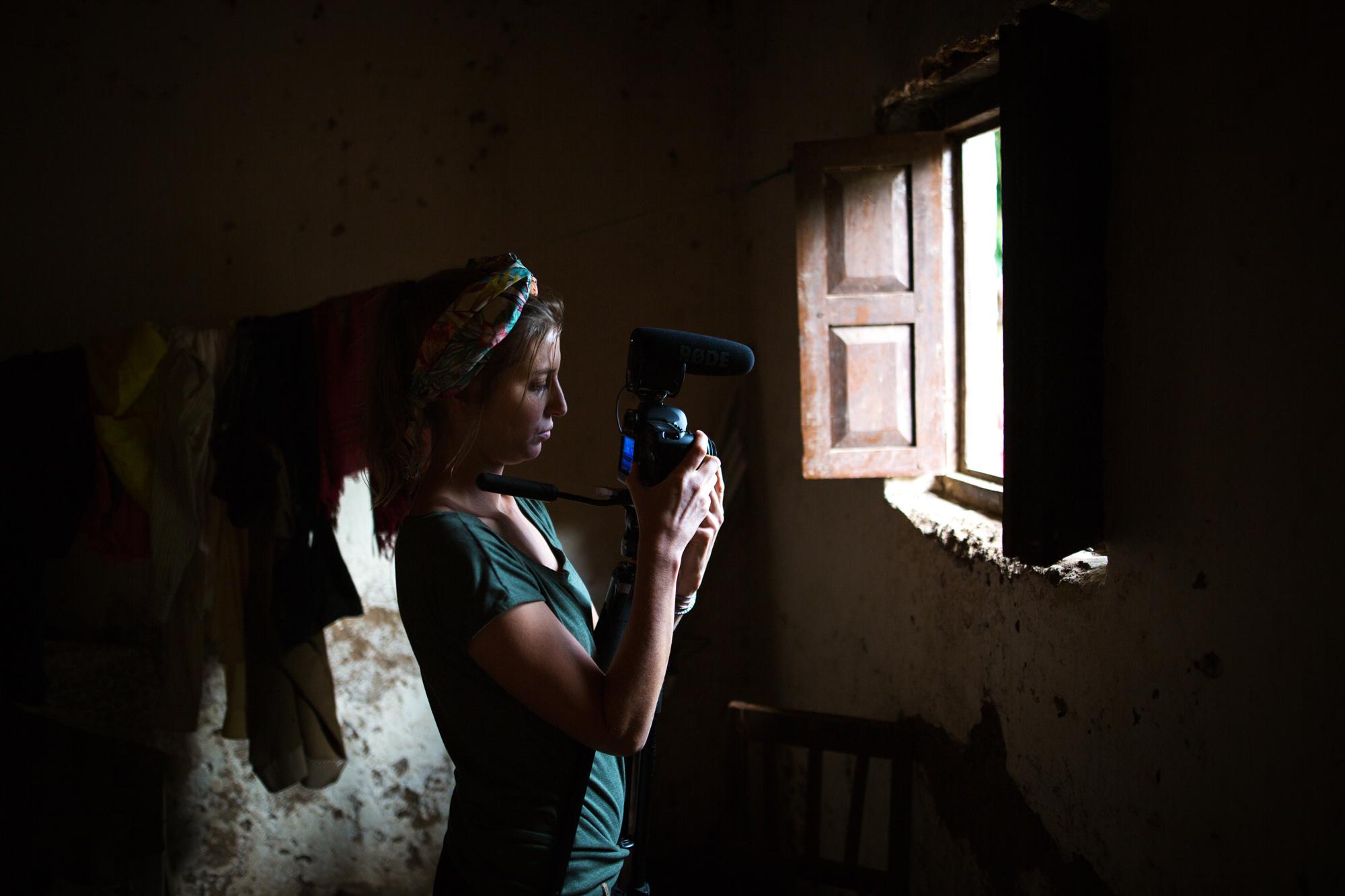 """Résultat de recherche d'images pour """"la VIE D'UNE PETITE CULOTTE ET DE CELLES QUI LA FABRIQUENT film photos"""""""
