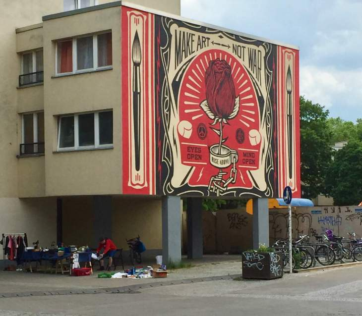 Make art not war mural Berlin