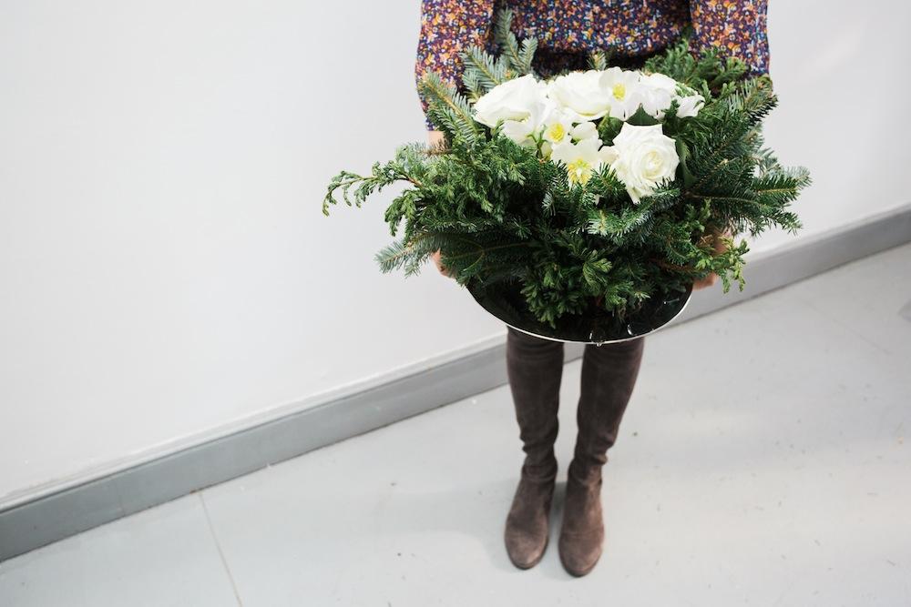 diy holiday floral arrangement wreath 8