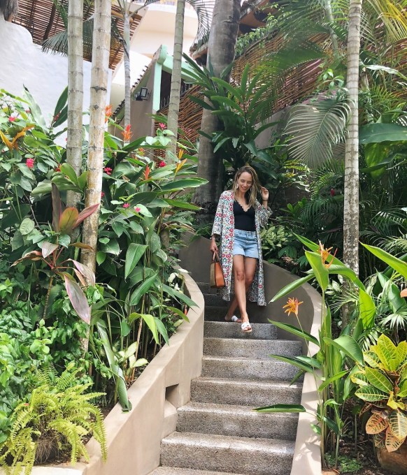 grace atwood of The Stripe styles a modcloth kimono and cutoffs in Sayulita Mexico