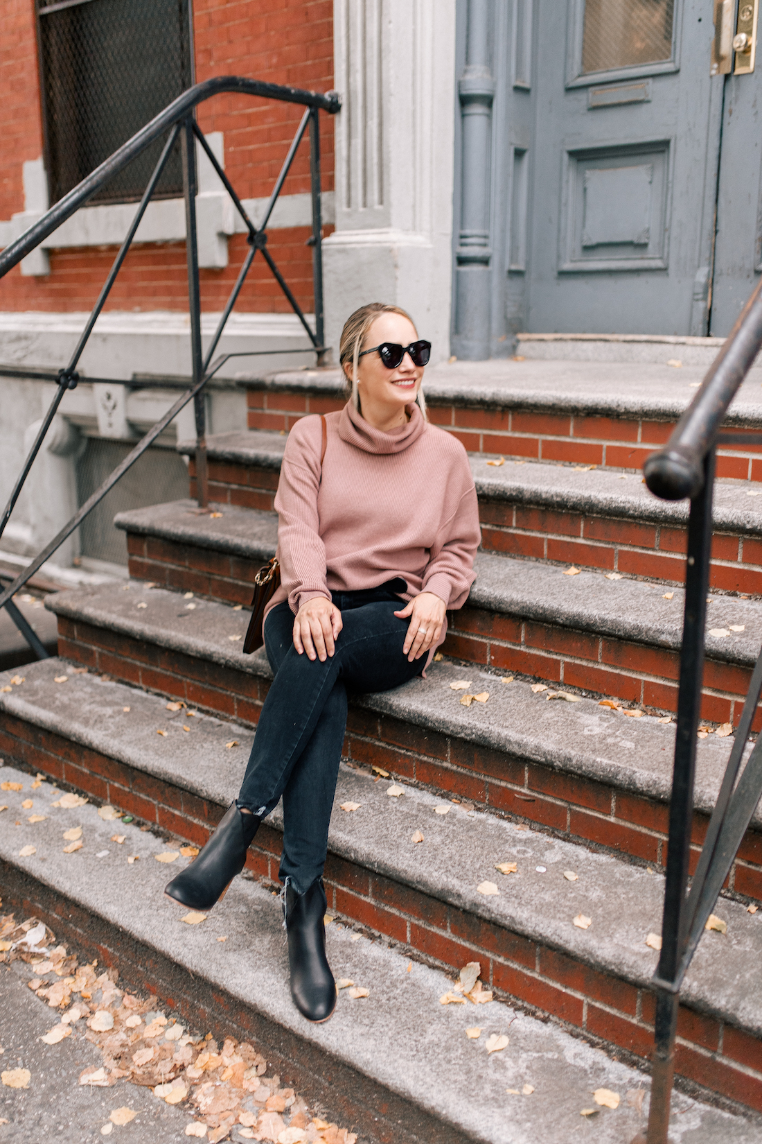 Free People Softly Structured Tunic Sweater //American Eagle Jeans // Gucci Belt // Soludos Boots // Chloe Faye Bag //Karen Walker Sunglasses //Charlotte Tilbury Lipstick