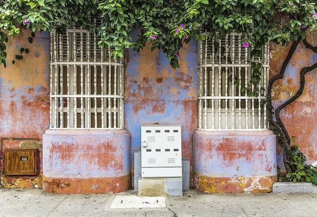Cartagena, Colombia-colonial-building.jpg