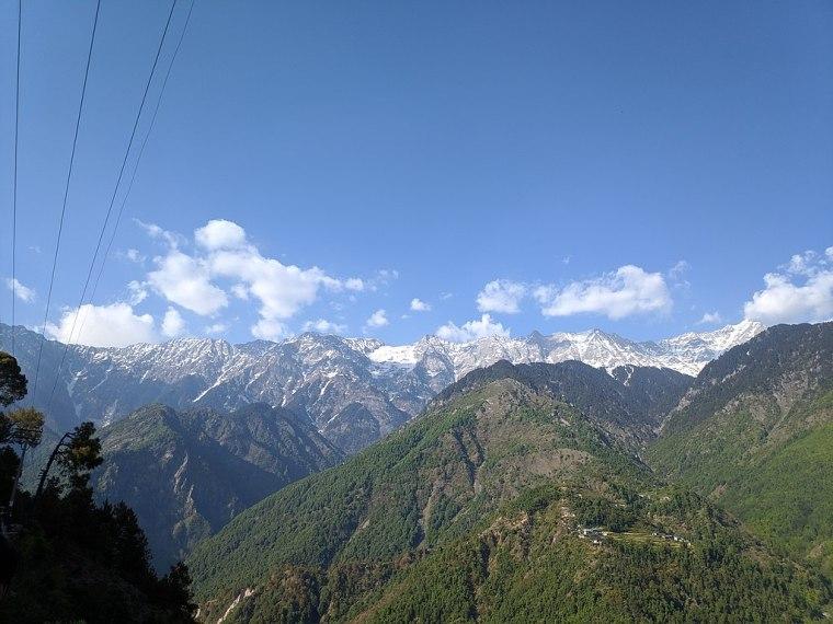 1024px-Dhauladhar_Range_from_Naddi_viewpoint_2