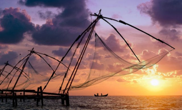 Sunset-over-Chinese-fishing-nets-at-Fort-Kochi