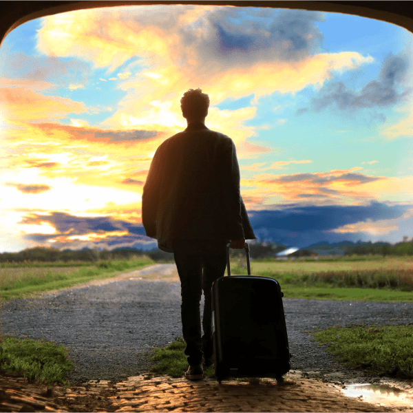 Top 25 Essentials Things To Pack For Travelling- Your Ultimate Checklist