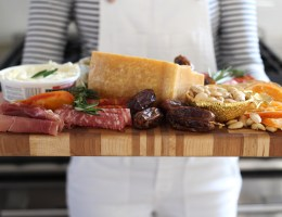How to Create A Holiday-Worthy Cheese Board