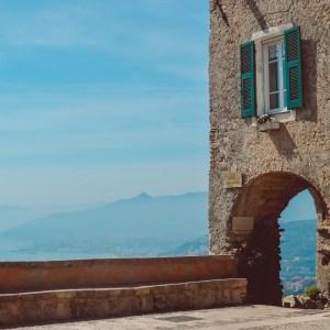 Borghi-Liguria-Verezzi-piazza