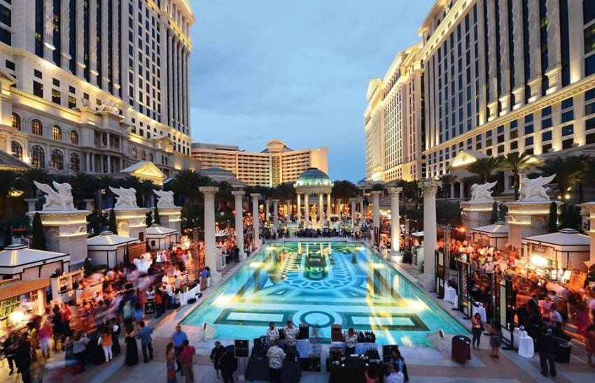 Las Vegas Caesars Palace pool event - thestylelovers.com