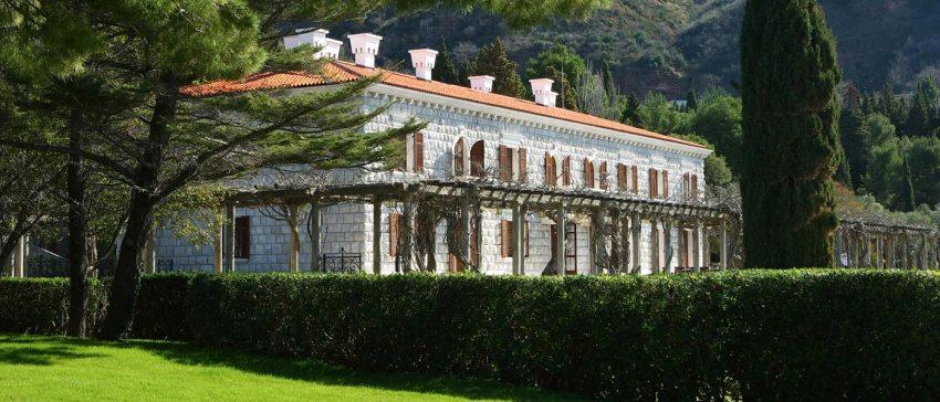 Montenegro la nuova meta del lusso. Aman Sveti Stefan Villa Minocer - The Style Lovers