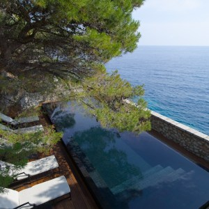 Montenegro Aman Sveti Stefan cliff pool - The Style Lovers