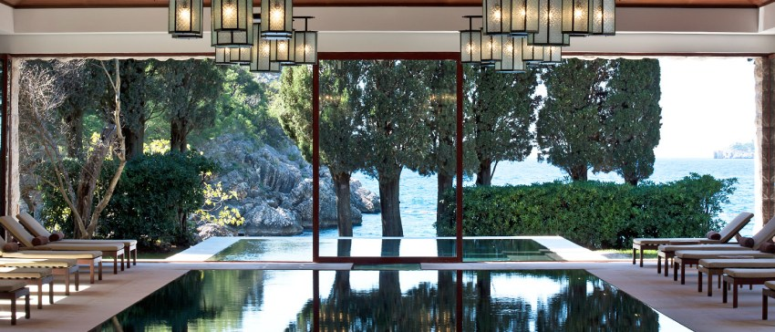 Montenegro la nuova meta del lusso. Aman Sveti Stefan pool spa - The Style Lovers