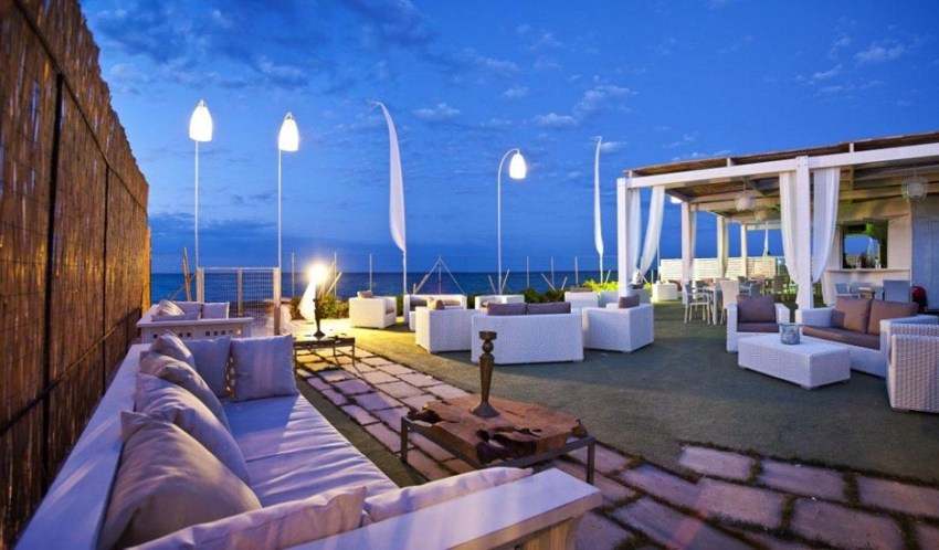 Polignano a Mare chic - Coco Village lounge bar - thestylelovers.com