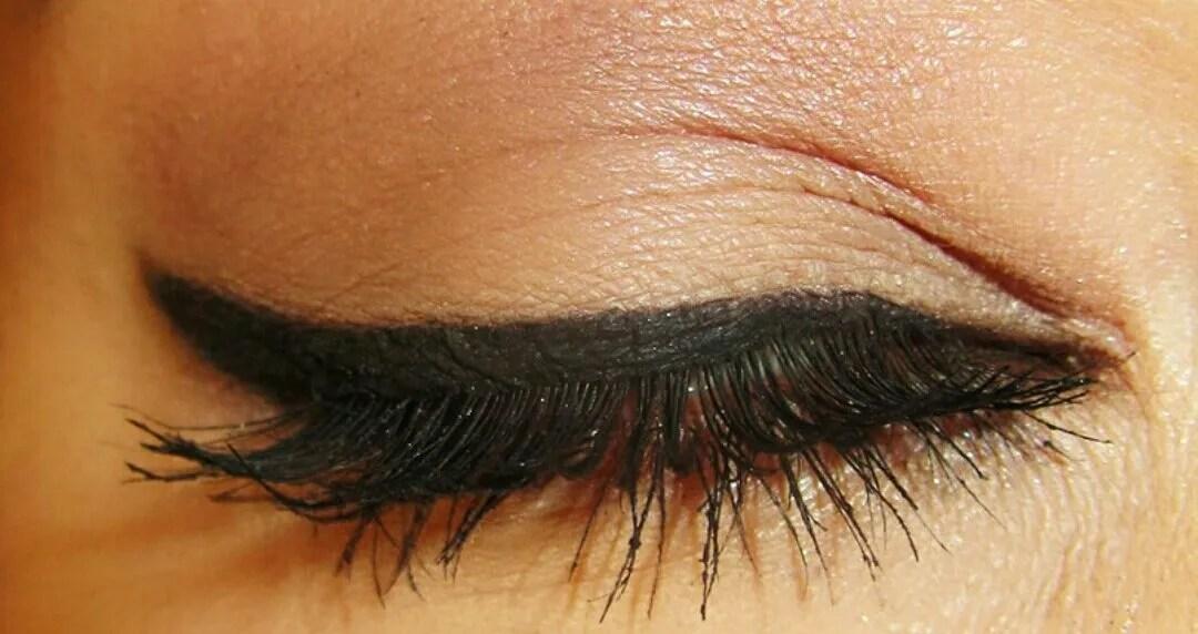Makeup look: Winged eyeliner