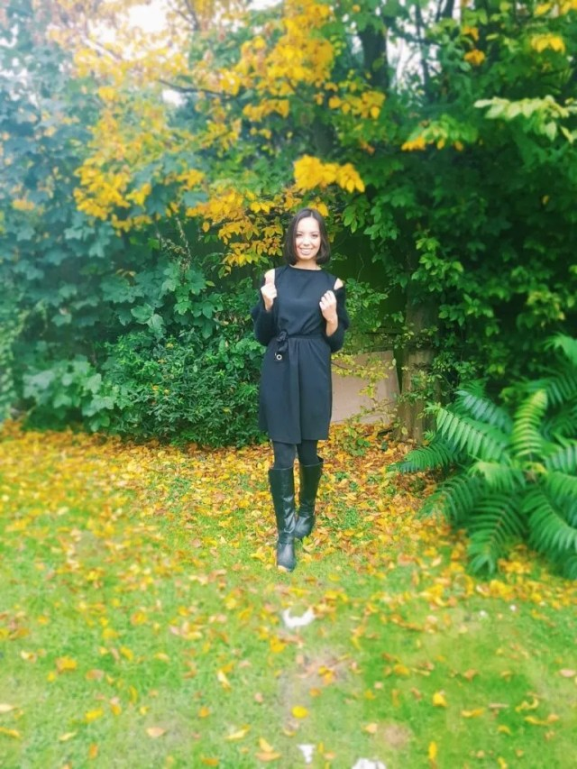 Girl wearing all-black outfit outside