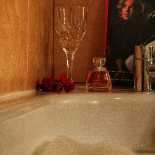 bubble bath with white wine, perfume and Marilyn Monroe book for blog on female pubic hair