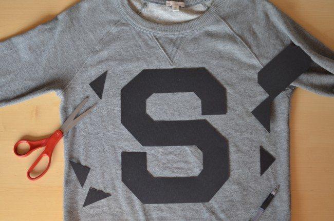 DIY varsity letter sweatshirt // thestylesafari.com