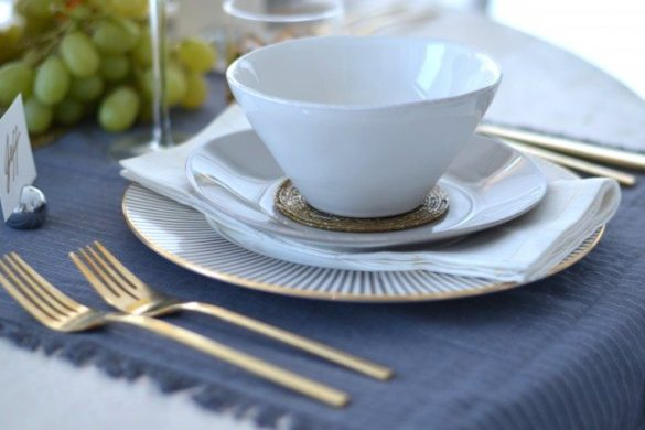 crate and barrel marin plates, audrey by gluckstein lenox china, crate a barrel gold linen napkins // thestylesafari.com