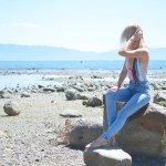 Stefanie of The Style Safari wear sunset stripe H&M bathing suit, high waist skinny jeans
