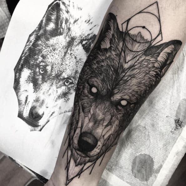 Wolf Tattoo on Forearm by Fredão Oliveira