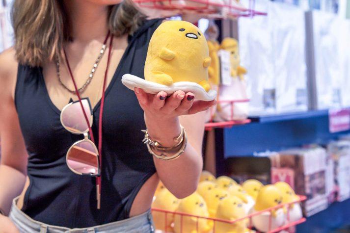 kasey ma blogger of thestylewright holding gudetama fried lazy egg japanese kawaii plushie at kinokuniya