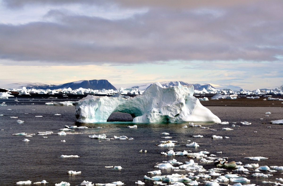 https://i2.wp.com/thesubmarine.it/wp-content/uploads/2016/11/Iceberg_with_hole_edit.jpg?fit=1200%2C790&ssl=1