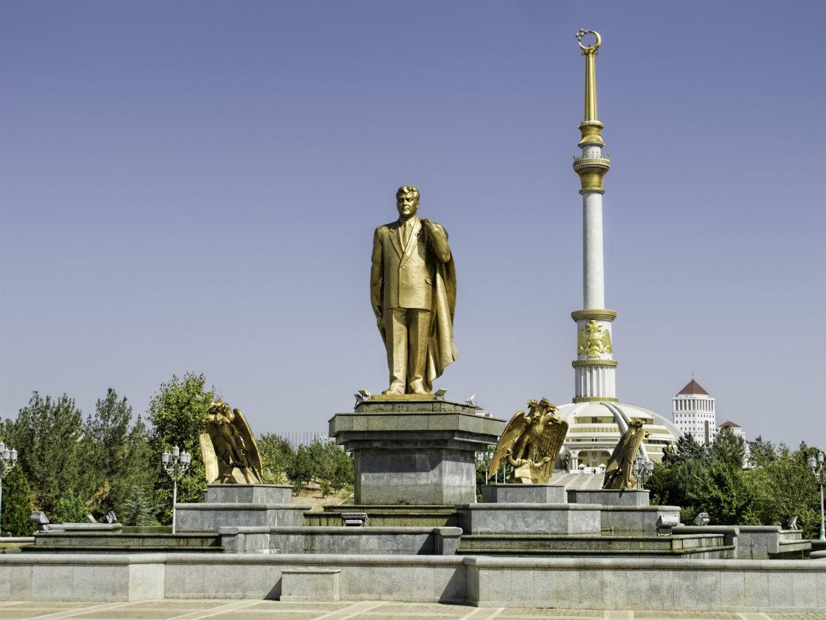 golden_statue_of_niyazov_20140924_turkmenistan_0087_ashgabat_16232494756