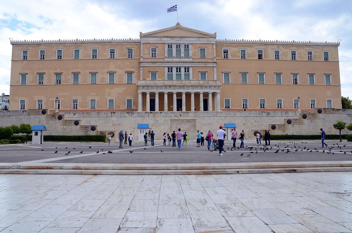 https://i2.wp.com/thesubmarine.it/wp-content/uploads/2017/02/syntagma.jpg?fit=1200%2C795&ssl=1