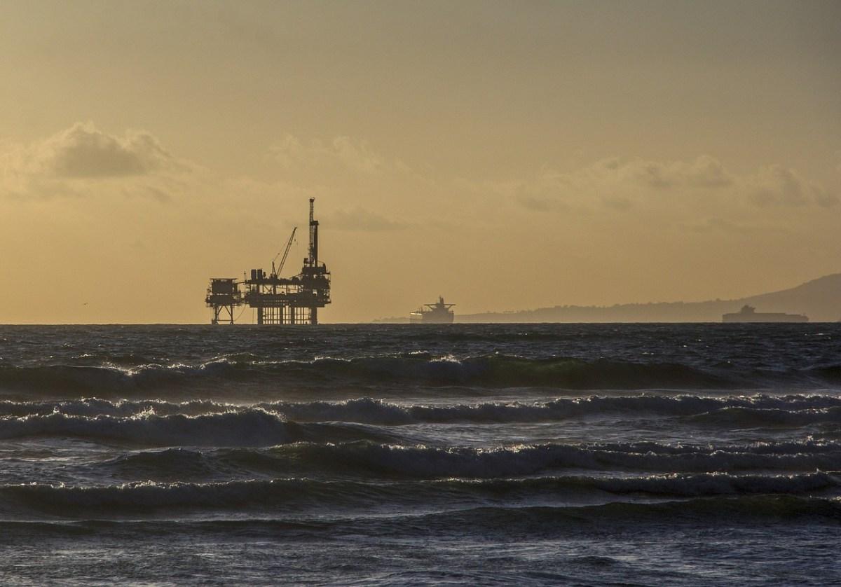 oil-platform-484859_1280
