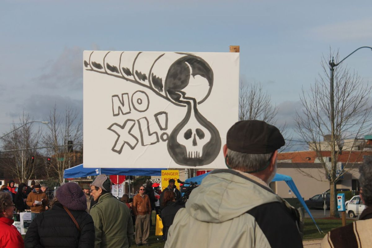 1280px-us-wa-olympia-heritagepark-kxl-pipelineprotest-2013-02-17-018