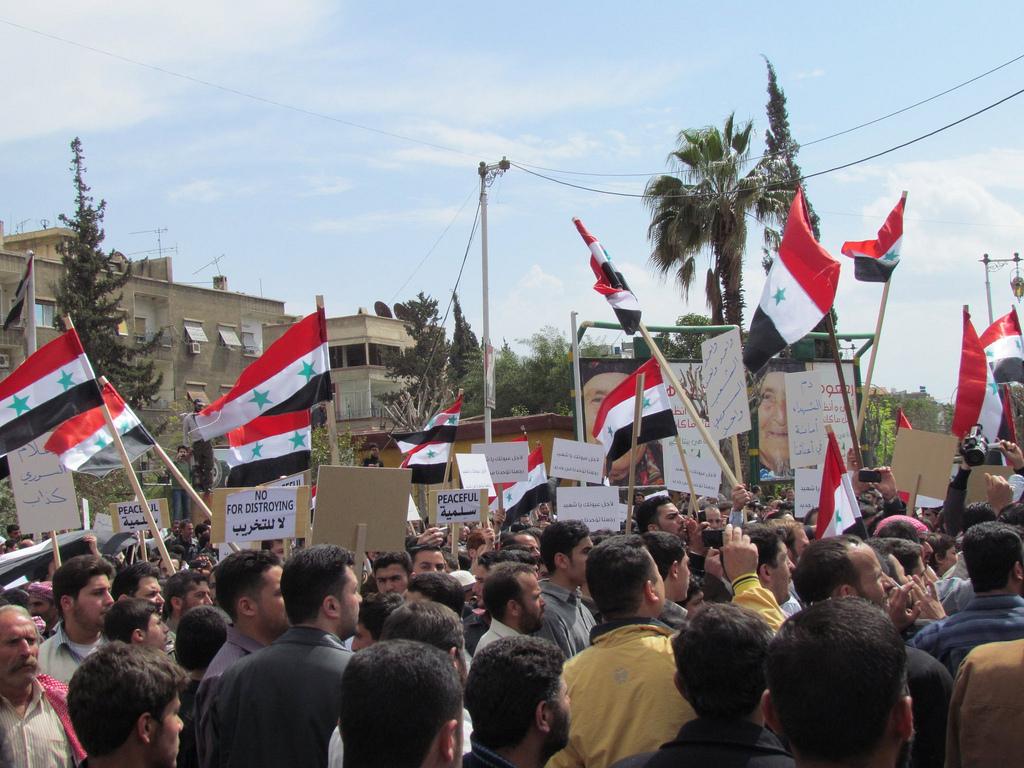 https://i2.wp.com/thesubmarine.it/wp-content/uploads/2017/05/Syrian_Demonstration_Douma_Damascus_08-04-2011.jpg?fit=1024%2C768&ssl=1