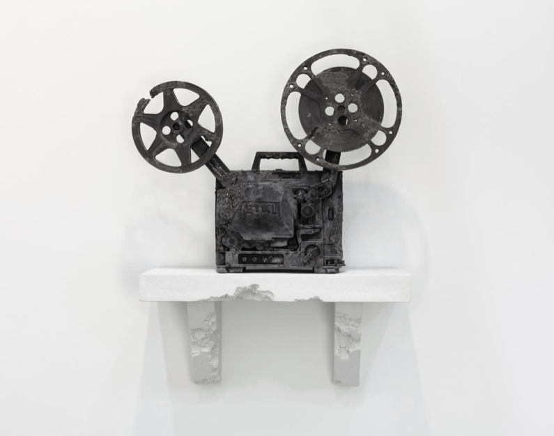 https://i2.wp.com/thesubmarine.it/wp-content/uploads/2017/05/daniel_arsham_prequell_debut_ep_thomas_roussel.png?fit=795%2C626&ssl=1