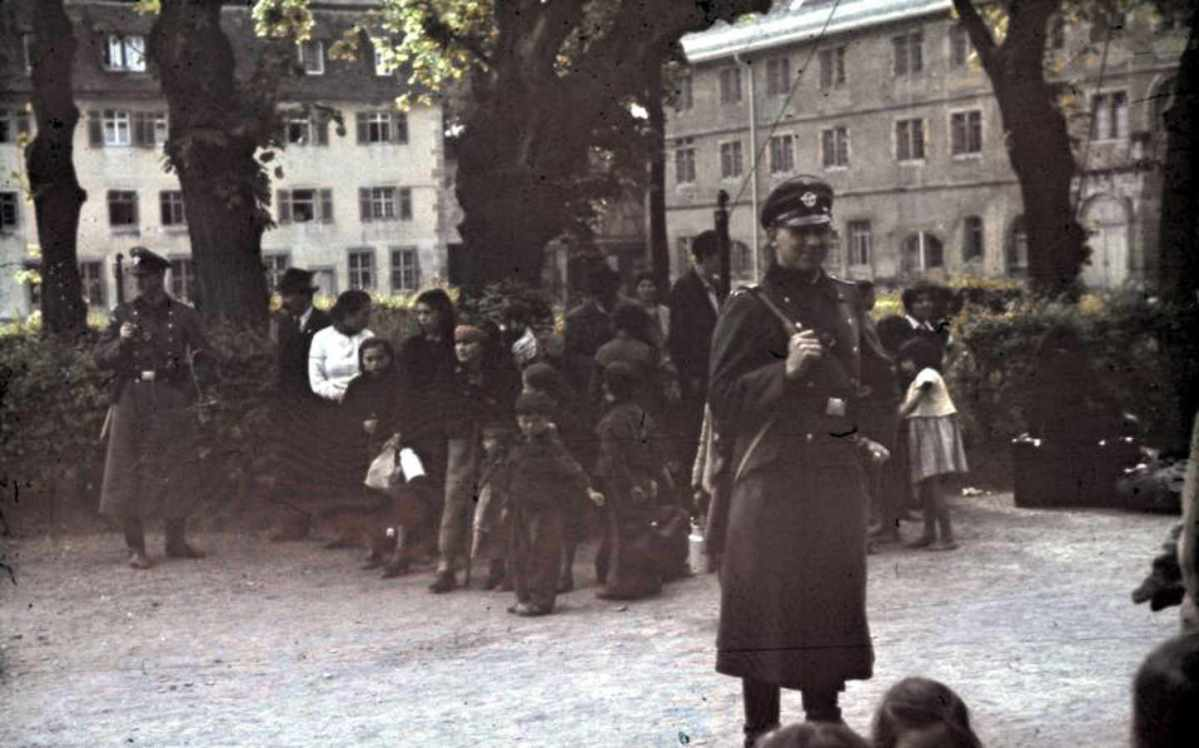 https://i2.wp.com/thesubmarine.it/wp-content/uploads/2017/06/Bundesarchiv_R_165_Bild-244-52_Asperg_Deportation_von_Sinti_und_Roma.jpg?fit=1200%2C748&ssl=1