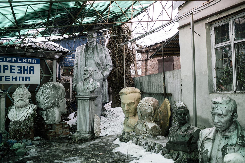 A caccia delle 5500 statue di Lenin scomparse in Ucraina