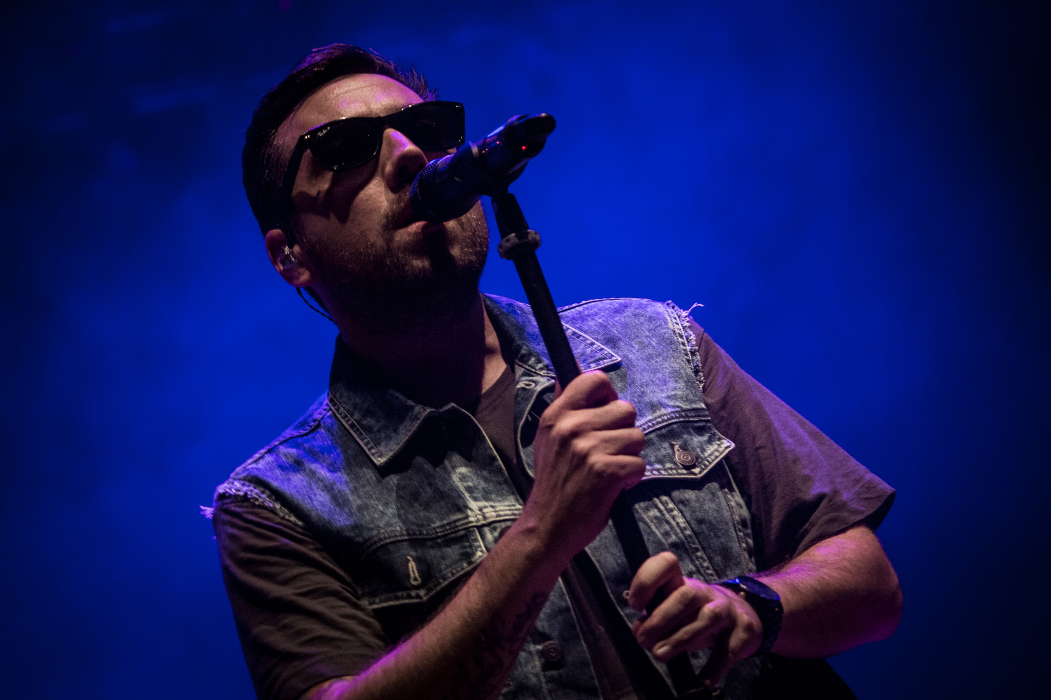 Roma, canzoni e occhiali scuri: intervista a Coez