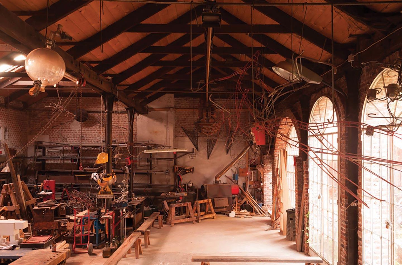 Dentro l'atelier rétro industriale di Duilio Forte