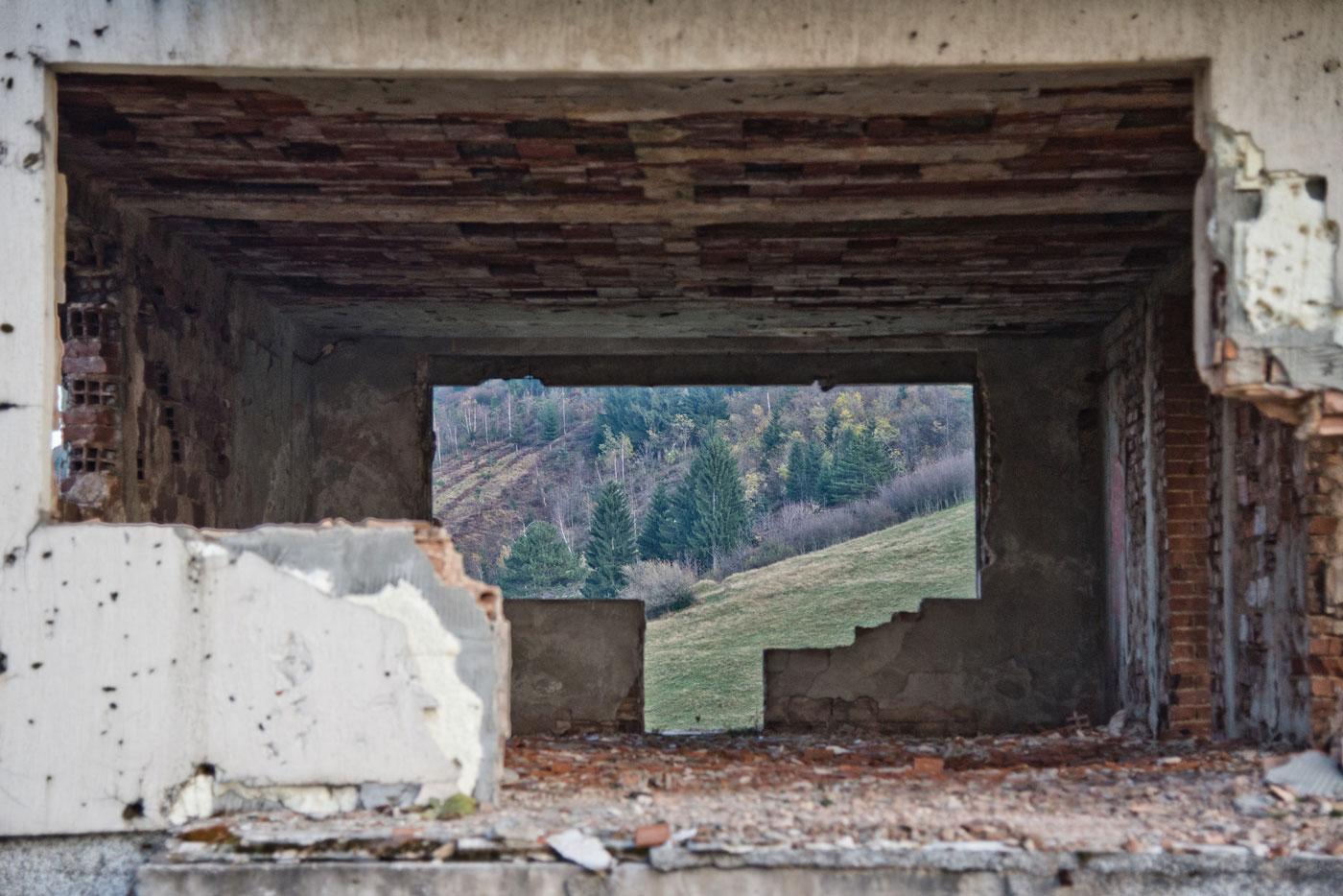 Pod zemljom: in viaggio nei Balcani lungo il sentiero delle mine