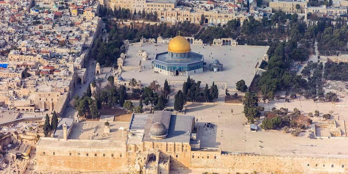 https://i2.wp.com/thesubmarine.it/wp-content/uploads/2017/12/1280px-Israel-20132-Aerial-Jerusalem-Temple_Mount-Temple_Mount_south_exposure.jpg?fit=1200%2C601&ssl=1